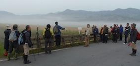 朝霧の中で地域の自然史を考える.jpg